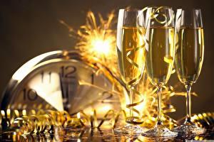 Картинка Рождество Праздники Шампанское Бокалы Лента