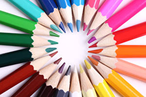 Картинки Крупным планом Карандаши Разноцветные