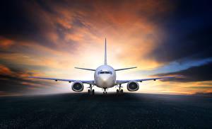 Обои Самолеты Вечер Небо Пассажирские Самолеты Асфальт