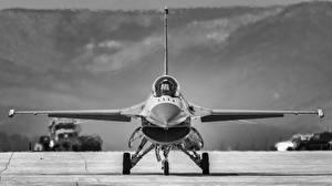 Фотографии Самолеты Истребители F-16 Fighting Falcon Спереди Черно белое Авиация