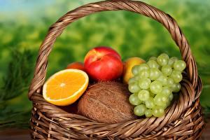 Обои Фрукты Виноград Яблоки Апельсин Кокосы Корзина Продукты питания
