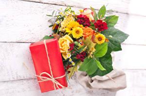 Картинки Праздники Букеты Роза Хризантемы Доски Подарков цветок