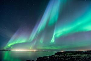 Обои Исландия Небо Побережье Полярное сияние Ночь Природа фото