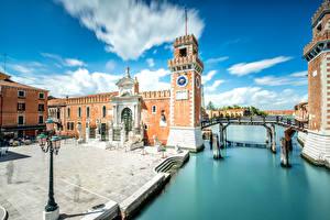 Картинки Италия Здания Мосты Венеция Водный канал Уличные фонари