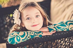 Фотографии Девочка Улыбается Лицо Смотрит Милый ребёнок