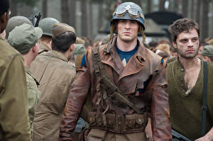 Обои Военная каска Мужчины Первый мститель Chris Evans Очки Куртка Steve Rogers Фильмы Знаменитости фото