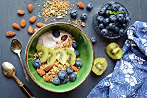 Картинки Мюсли Черника Киви Орехи Завтрак Тарелка Ложка Продукты питания