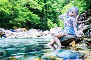 Обои Реки Вода Камни Кукла Девочки Сидит Природа фото
