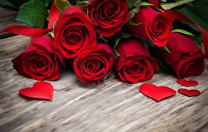 Обои Розы Доски Красный Сердце Цветы фото