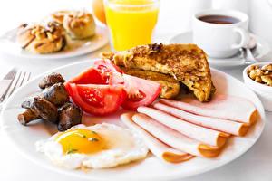 Картинки Колбаса Томаты Грибы Хлеб Завтрак Яичница Тарелка Пища