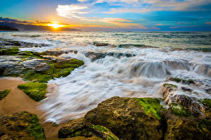 Картинка Пейзаж Тропический Побережье Рассвет и закат Волны Камень Америка Океан Гавайские острова
