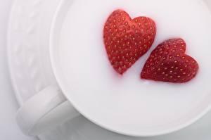 Обои Клубника Молоко Сердце Двое Еда фото