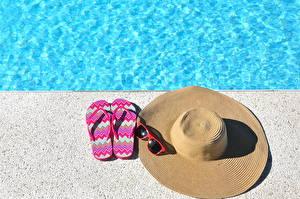 Обои Лето Шляпа Очки Вьетнамки Бассейны фото