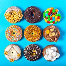 Обои Сладости Пончики Шоколад Орехи Конфеты Цветной фон Маршмэллоу Еда фото