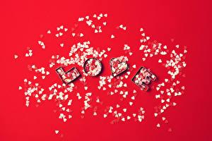 Фотографии День святого Валентина Много Сердце Английский Конфетти Красный фон