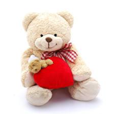 Картинка День святого Валентина Мишки Белый фон Сердце
