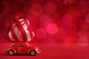 Обои День святого Валентина Игрушки Сердце Красный Автомобили фото