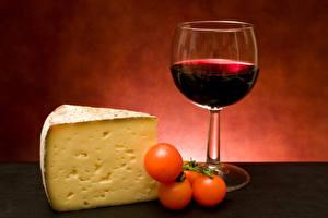 Картинка Вино Сыры Помидоры Бокалы Продукты питания