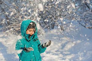 Обои Зима Девочки Снег Куртка Дети картинки