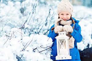 Обои Зима Девочки Шапки Фонарь Перчатки Дети фото