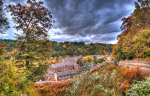 Обои Осень Дома Деревья Облака HDR New Lanark Природа