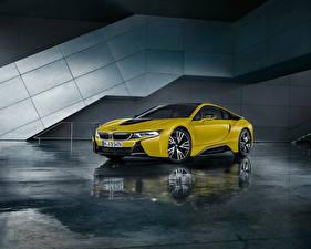 Фотография БМВ Желтая Отражение 2017 i8  Frozen Yellow Edition авто