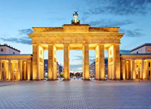 Фото Берлин Германия Вечер Городская площадь Ворота Brandenburg Gate Города