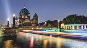 Обои Берлин Германия Дома Реки Мосты Уличные фонари Ночь Города фото