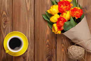Обои Букеты Тюльпаны Кофе Доски Чашка Цветы фото