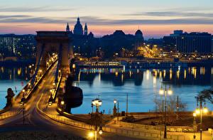 Обои Будапешт Венгрия Дома Реки Мосты Ночь Уличные фонари Города фото
