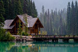 Картинки Канада Парки Озеро Дома Мост Ель Emerald Lake Природа