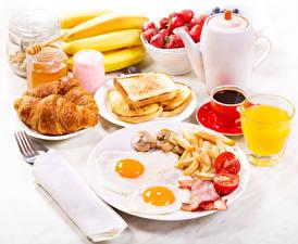 Обои Кофе Круассан Сок Хлеб Бананы Завтрак Яичница Тарелка Чашка Стакан Еда фото