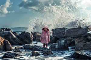 Картинка Креатив Камень Волны Девочки Недовольство Дети