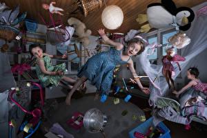 Фотография Оригинальные Игрушки Девочки Платье Летящий Комната Дети