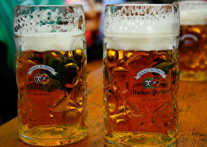 Фото Напиток Пиво Крупным планом Пеной Кружка Вдвоем Продукты питания