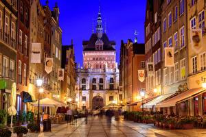 Картинки Гданьск Польша Дома Улица Уличные фонари Ночь Города