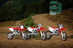 Картинки Honda - Мотоциклы Трое 3 CRF Series Мотоциклы