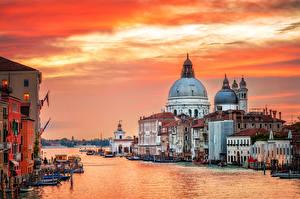 Картинки Италия Дома Пирсы Вечер Венеция Водный канал