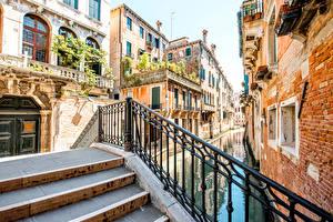 Обои Италия Дома Венеция Водный канал Лестница