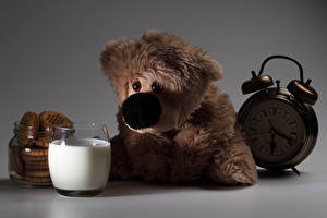 Обои Молоко Мишки Часы Печенье Будильник Стакан Еда фото