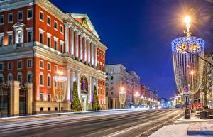 Фотография Москва Рождество Россия Дома Ночные Улица Уличные фонари Электрическая гирлянда Tverskaya street Города