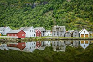 Фотографии Норвегия Дома Озеро Отражение Laerdalsoyri Города
