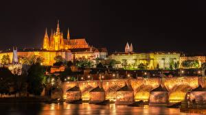 Обои Прага Чехия Здания Река Мосты Карлов мост Уличные фонари Ночью