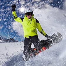 Картинка Сноуборд Зима Мужчины Снег Шлем Куртка Очки