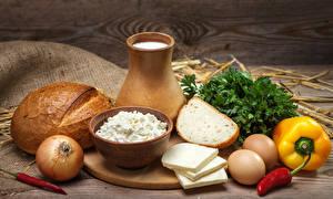 Обои Натюрморт Молоко Хлеб Сыры Перец Лук репчатый Творог Кувшин Яйца Еда фото