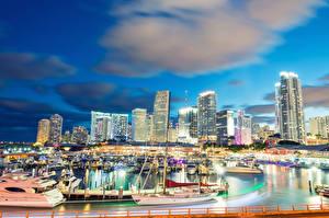 Обои США Здания Причалы Парусные Яхта Вечер Небо Майами Бухта Облако город