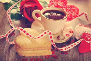 Обои День святого Валентина Напитки Печенье Доски Чашка Сердце Лента Еда фото