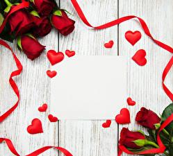 Обои День святого Валентина Розы Доски Сердце Лента Шаблон поздравительной открытки Красный Цветы фото
