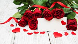 Обои День святого Валентина Розы Доски Красный Шаблон поздравительной открытки Сердце Лента Цветы фото