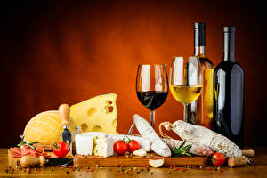 Картинки Вино Сыры Колбаса Натюрморт Помидоры Бутылки Бокалы Продукты питания